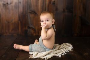 baby boy, studio, romper, green wood backdrop