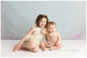 sibling poses, child portraits