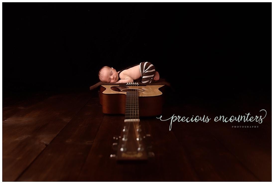 musician, newborn, guitar, bum-up
