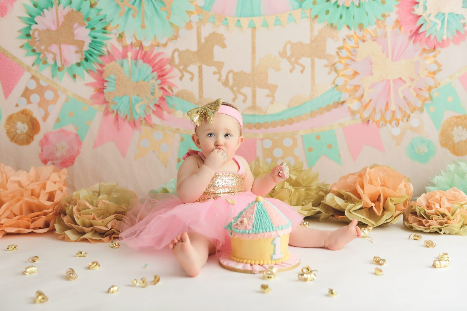 circus theme, cake smash, teal, pink, cake